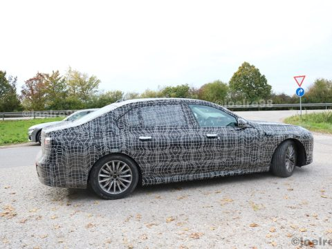 Upcoming BMW 7 Series spotted testing in EV guise