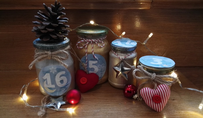 Upcycling: Adventskalender aus Einmachgläsern basteln