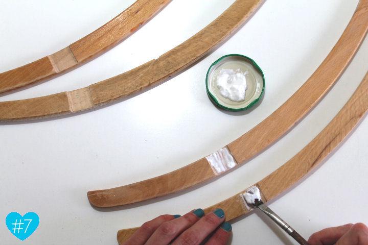 anleitung für einen zeitungsständer aus kleiderbügeln {upcycling,