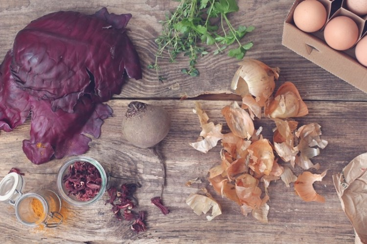 Ostereier färben mit Naturmaterialien (1)