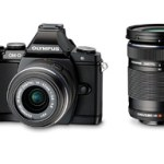 「OLYMPUS OM-D E-M5 ダブルズームキット」を発売