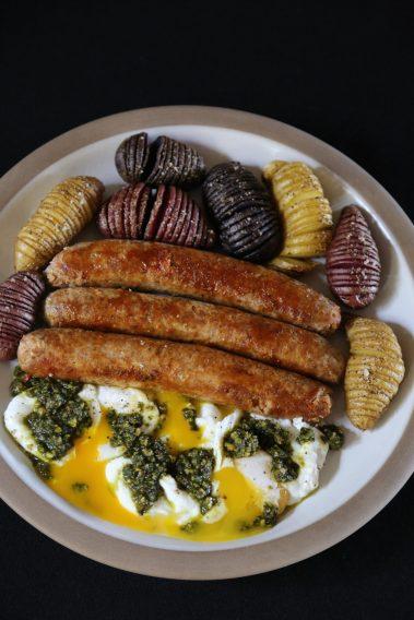 p_085_eggs_sausage_potatoes