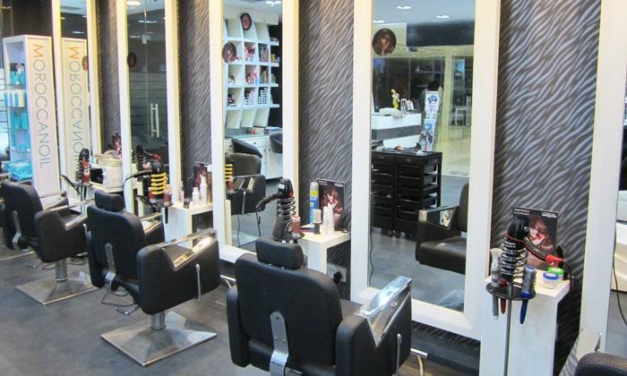 Kolkata Ladies, Hear Us! Get A Glam Makeover For Just INR 399 At Headturners & Step Into The World Of Beauty!!