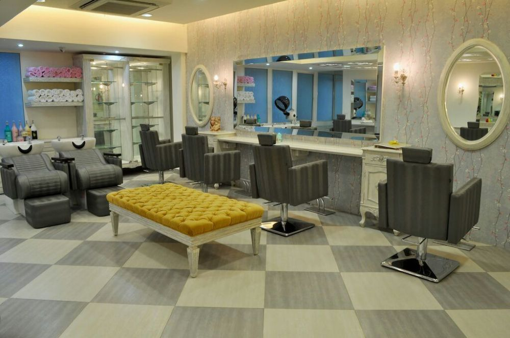 Delhitees!! Time To Treat Yourself With A Spark Of Beauty At Cut & Style