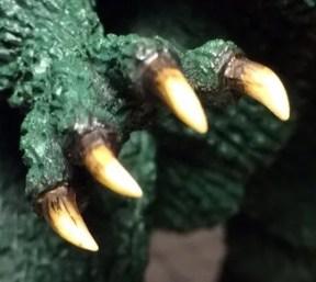 際を馴染ませた手の爪