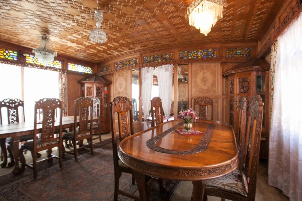 Kashmir Hilton Houseboat Dining Room | Photo by Nelson Guda © 2019