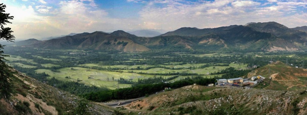 First view of Kashmir Valley from the highway © Nelson Guda 2019