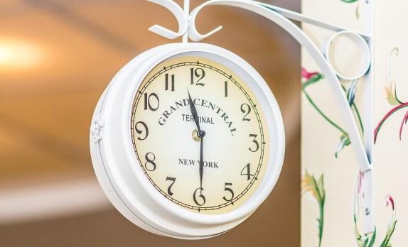 white_clock