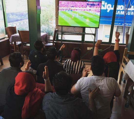 تماشای فوتبال در کافه و کافی شاپ پنجره تهران
