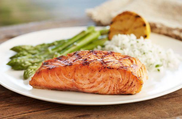 ماهی سالمون کبابی یک شام رژیمی خوشمزه