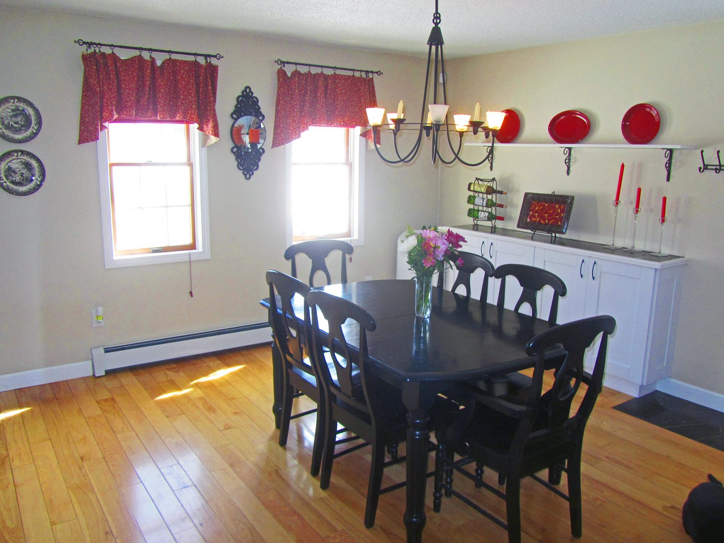Portsouth NH Home For Sale With Large Dining Room