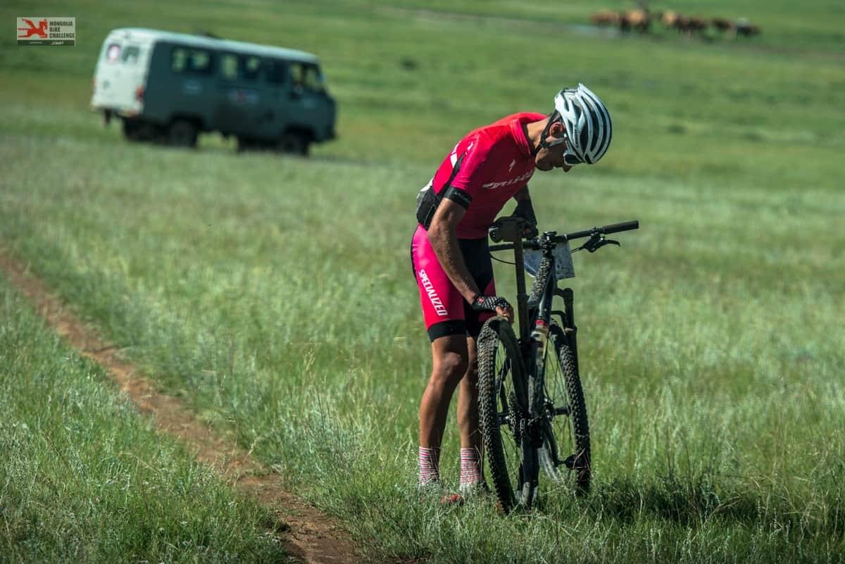 Stage 6 Mongolia Bike Challenge Nicolas Raybaud Specialized Crevaison
