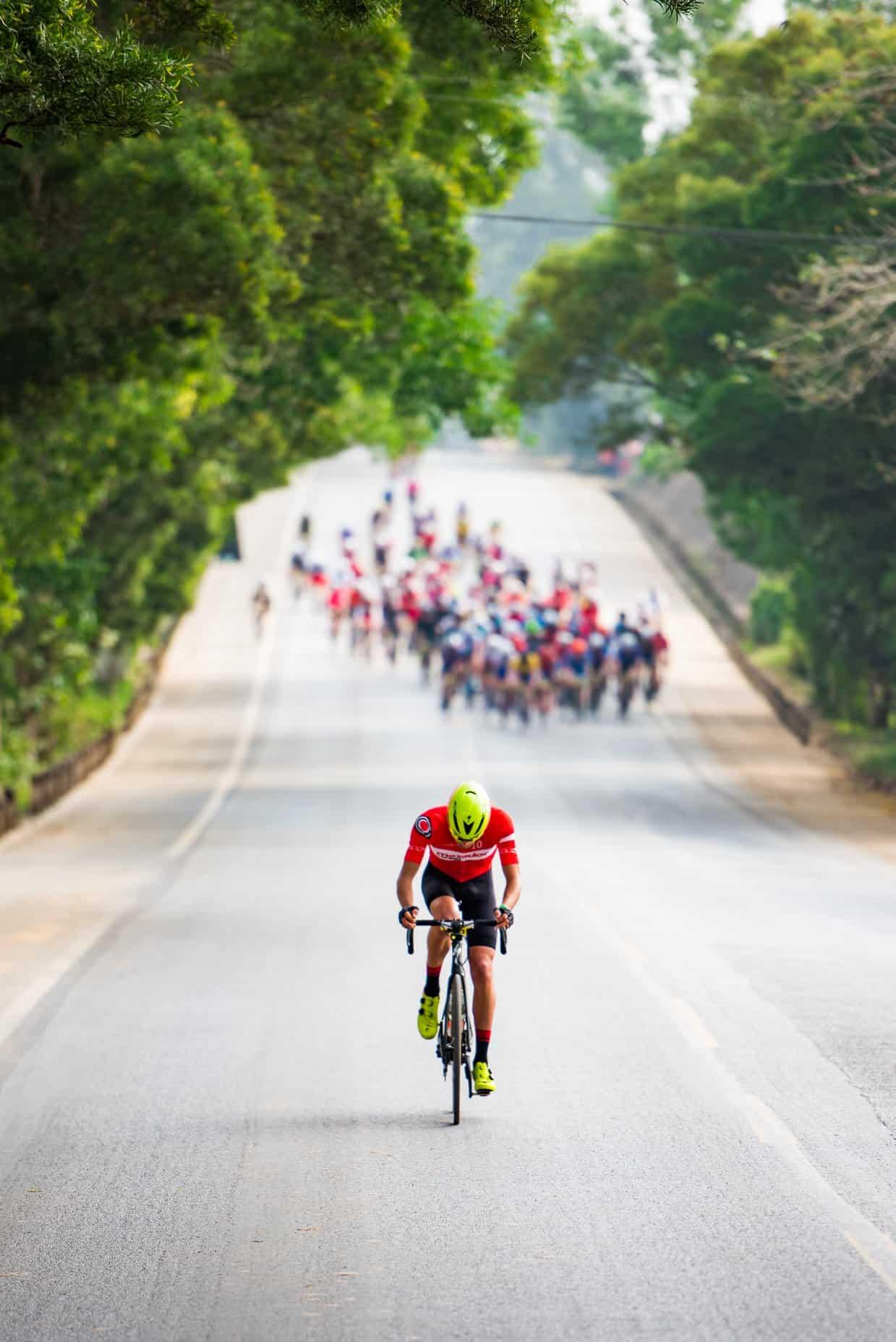 photo de nicolas raybaud sur la route de Ruili au Granfondo Yunnan prise par le photographe Kirk Kenny