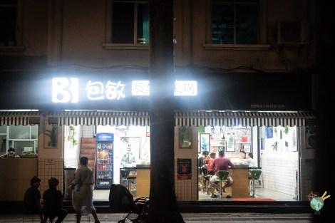 photo de nuit du restaurant Hot Pot à MangShi