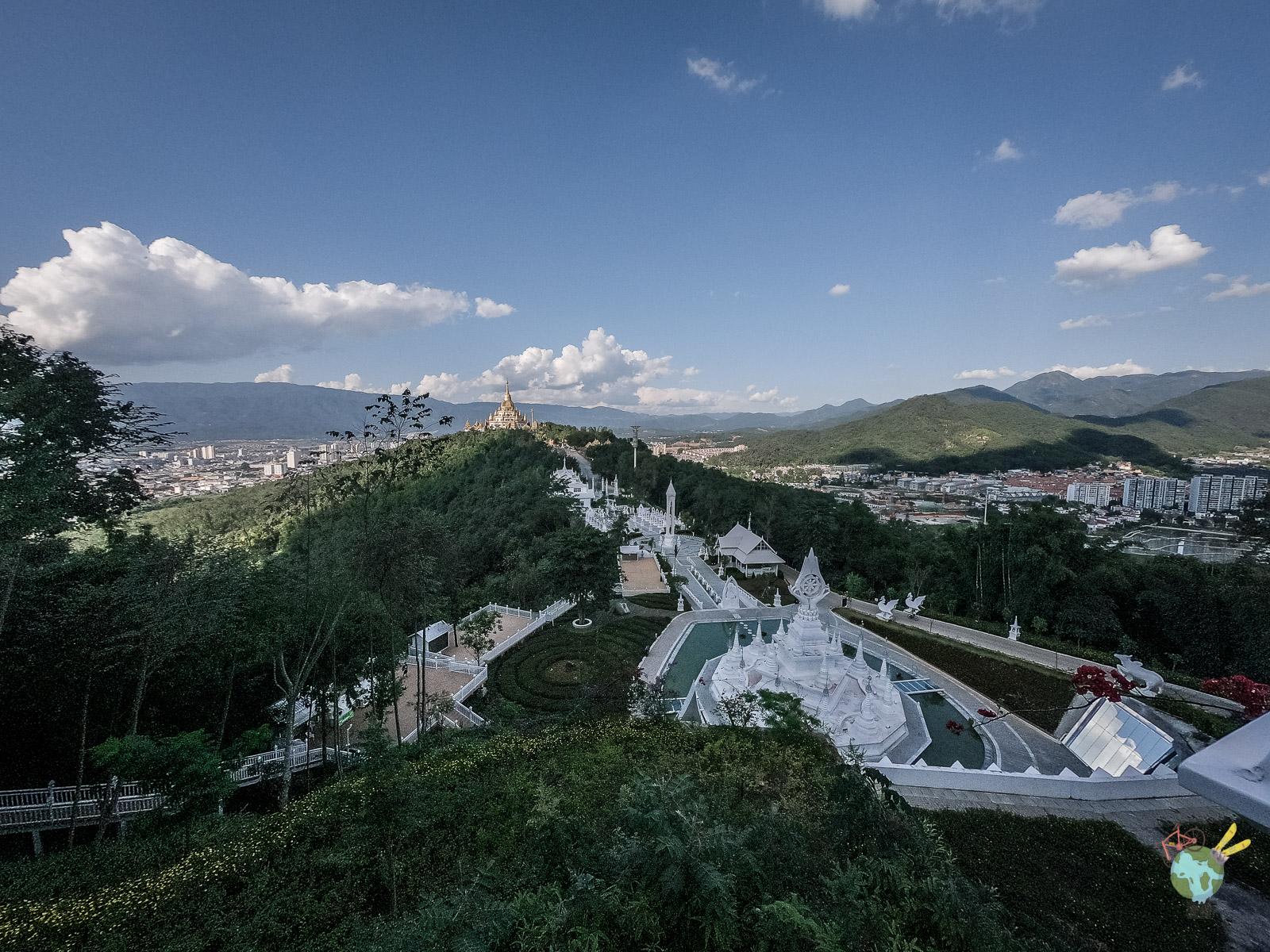 Pagode d'or et la pagode d'argent à Mangshi sur le granfondo Yunnan