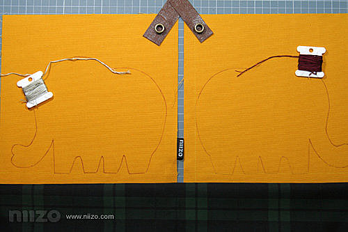 2.配色。我習慣在還沒開始製作前將配色都先想好,把布料、皮革、手縫線一起擺出來邊感覺配色是否滿意。