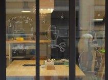 玻璃窗插畫