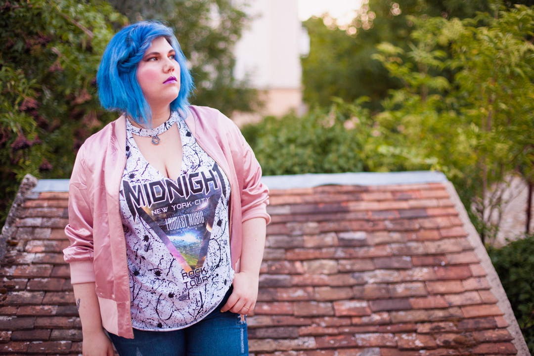 mode, grande taille, yoursclothing, rock, punk, grily, jean, top, midnight, bleu, ado, bomber, broder, rose, cheveux bleu, ninaah bulles