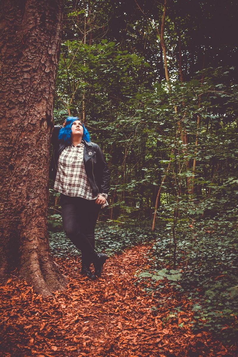 série, ecosse, outlander, tv, tartan, kiabi, pop culture style, grande taille, mode, ronde curvy, boyish, comment porter la chemise a carreaux, jean, perfecto, castaluna, cheveux bleu, james fraser, ninaah bulles