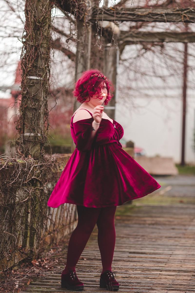 Ninaah Bulles, grande taille look, en 2019, entre blogeuse, shein, plussize, grande taille velours, burgundy, bordeau, rouge