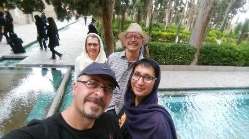 Selfie mit Aidin und Shima im Vordergrund