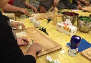 Die Lernküche verfügt über sechs professionell ausgestattete Kochplätze
