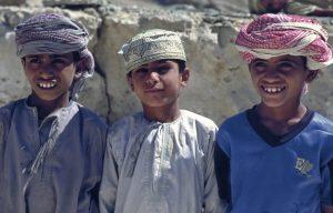 Oman: Trekking durch die Sharqiyah Kinder