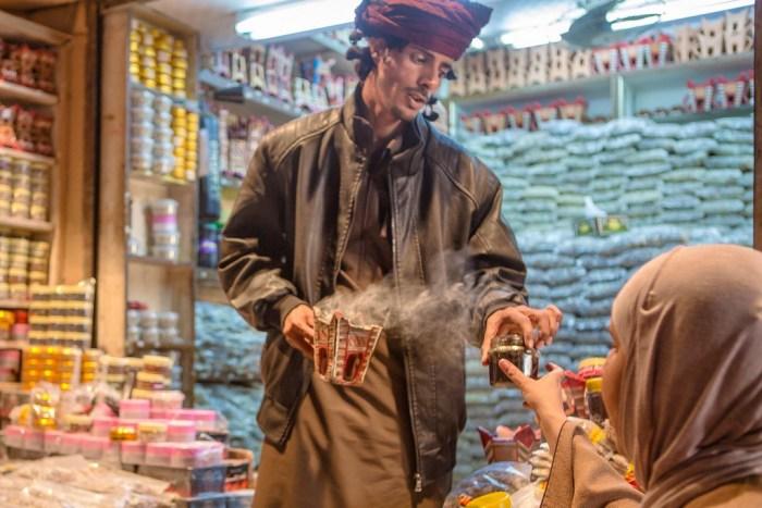 Oman: Weihrauchhändler in Muscat (copyright Bea Müller)