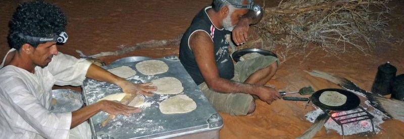 Oman Brotbacken in der Rub al-Khali