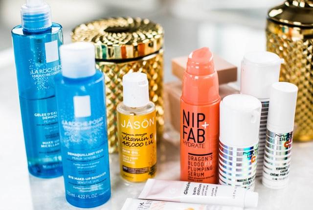 卸妝乳/水/油/霜/凝膠…卸妝產品怎麼挑,才能不傷皮膚又乾淨?還不容易冒粉刺?
