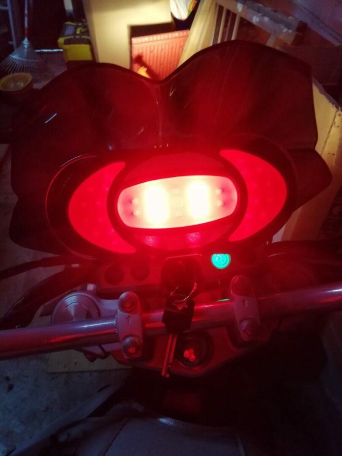 18-750x1000 Présentation du Clic Light, un indispensable pour les motards et les deux roues en général