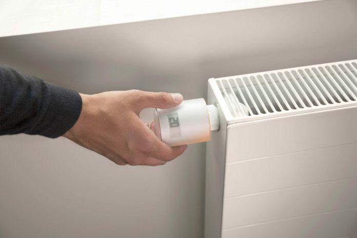 netatmo-energy-vanne-hand-web-hd-scaled-1-1000x666 Les Têtes Thermostatiques Intelligentes Netatmo détectent désormais les fenêtres ouvertes