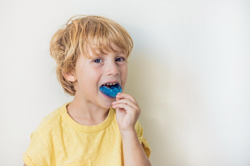zgrzytanie zębami u dzeci