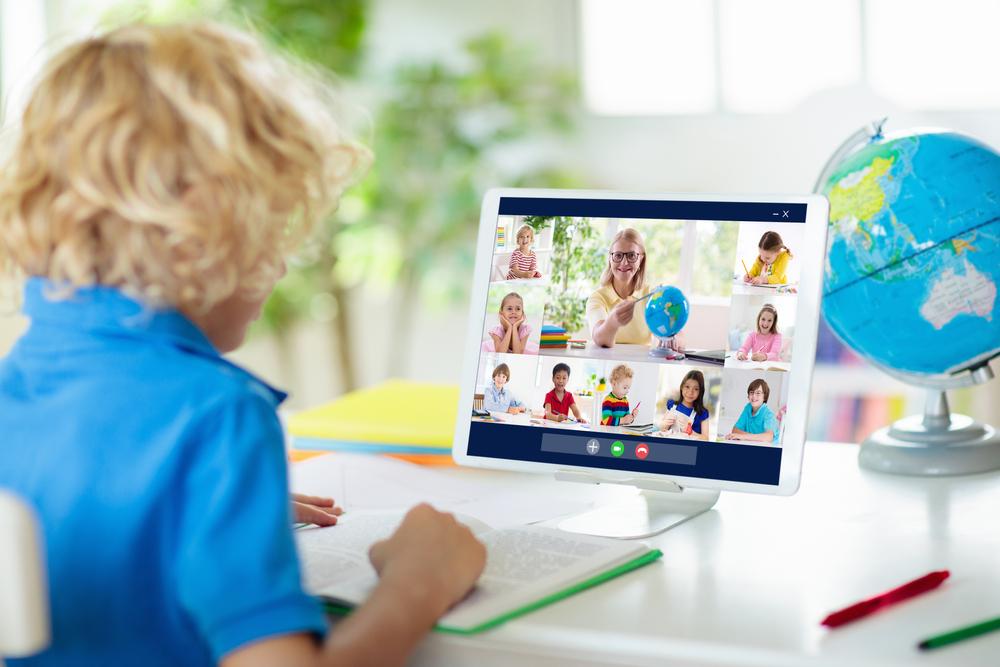 dziecko na webinarze