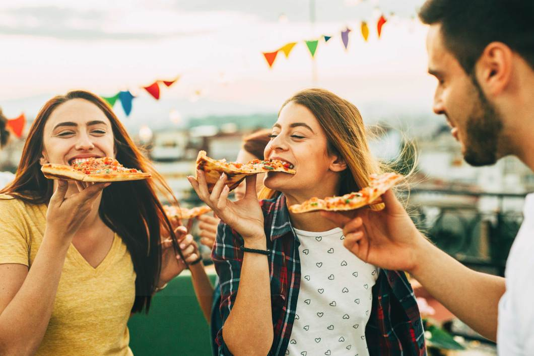 Students eating pizza