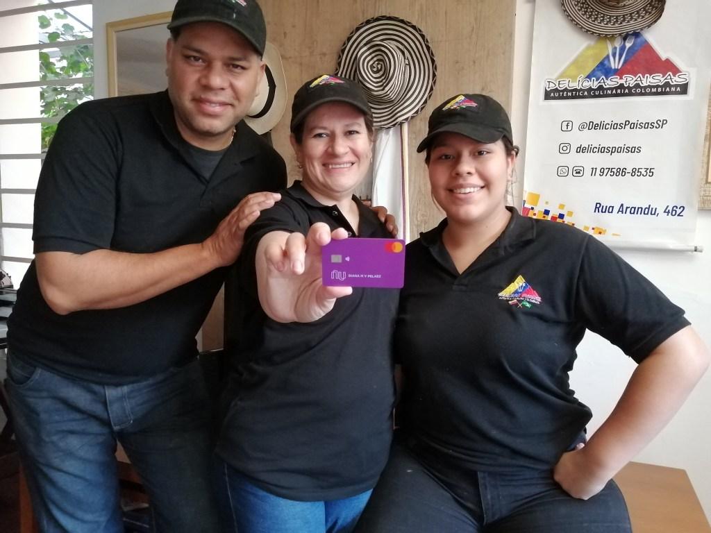 Clientes Nu. Diana en su restaurante Delicias Paisas, con su esposo (el chef Andrés) y su hija Isabella