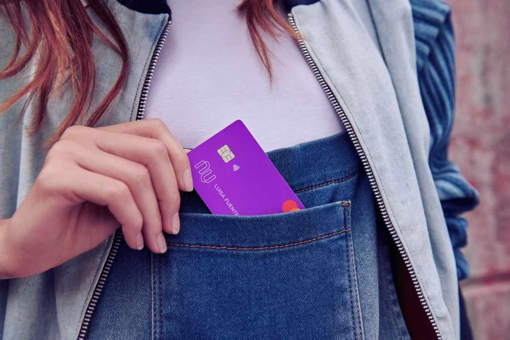 Tarjeta de crédito Nu, cero comisiones, sin anualidad y aceptada en todo el mundo.