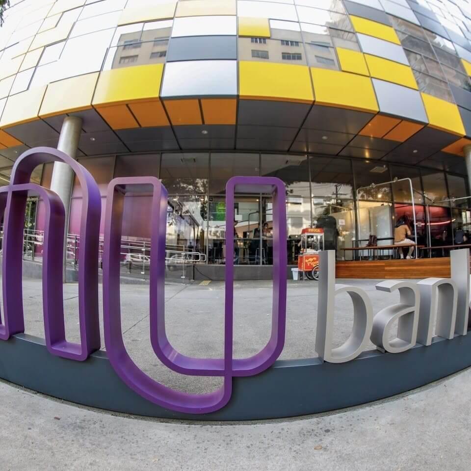 CB Insights Entrada edificio Nubank Brasil celebra con