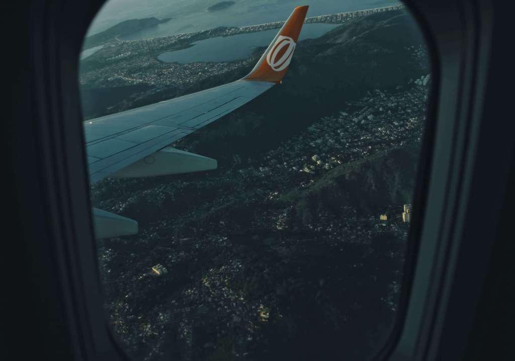 Vista de Rio de Janeiro por ventanilla de avión: servicios financieros