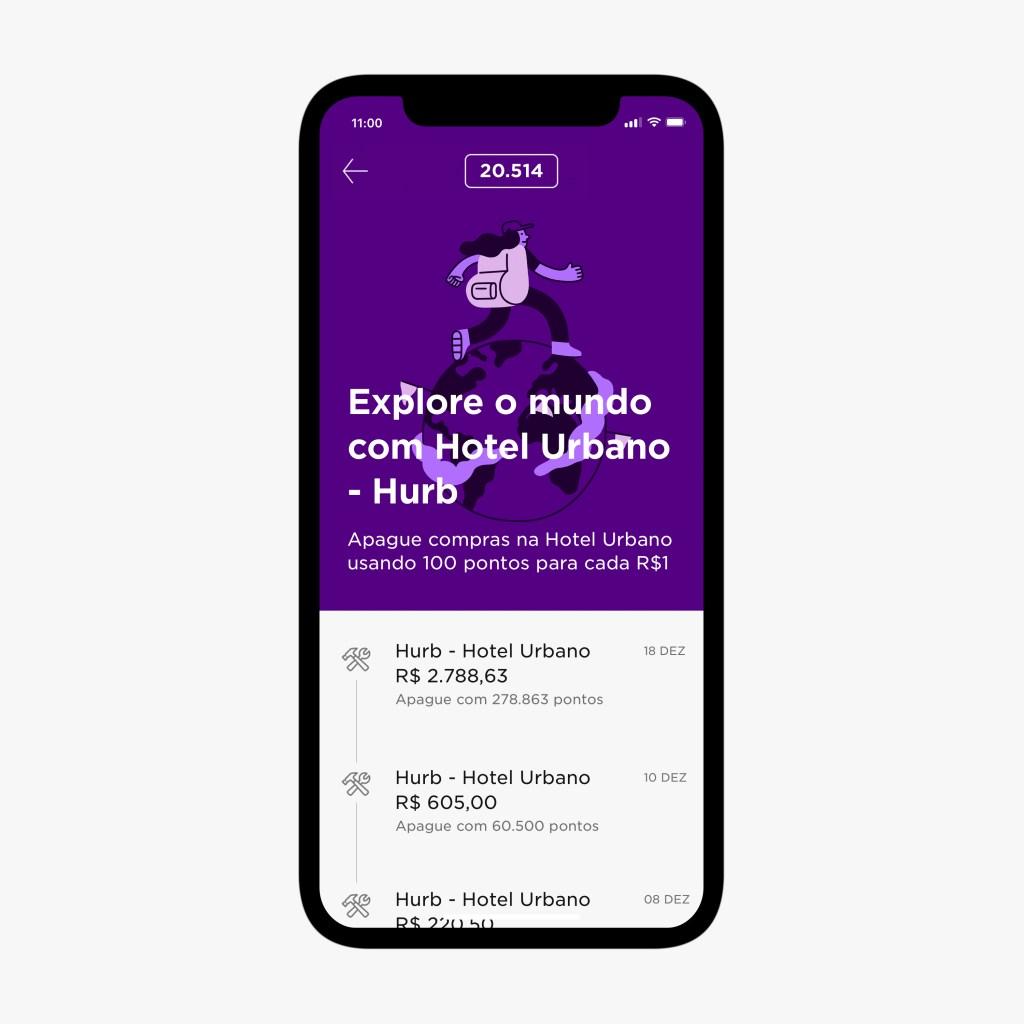 """Imagem do aplicativo do Nubank, com a tela do Nubank Rewards aberta e uma mensagem """"Explore o mundo com Hotel Urbano - Hurb"""", explicando que agora os clientes podem apagar compras no Hotel Urbano usando 100 pontos para cada R$1"""