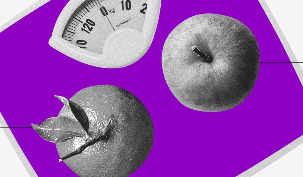 Trabalho autônomo: uma laranja e uma maçã vistas de cima sobre uma balança roxa
