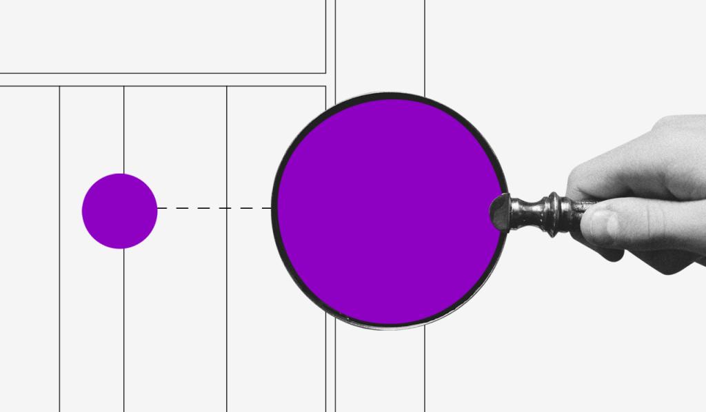 Modelo de orçamento: imagem de uma lupa com o visor roxo sendo segurada por uma mão em frente a um fundo branco