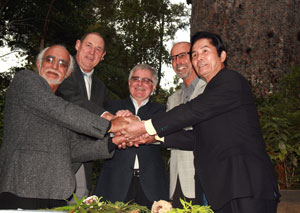 Alex Nathan, Te Roroa Whatu Ora Trust, Neil Tiller Mayor Kaipara District Council, Tim Groser, Minister of Conservation, Wayne Brown, Mayor of Far North District Council and Mayor Tonao Hidaka, Mayor of Yakushima, Japan after the signing of the agreement of the union of ancient trees