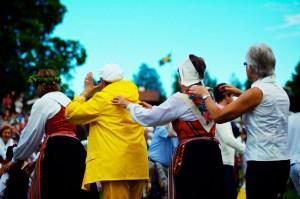 Image of people celebrating Midsummer