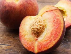 Yellow peaches from Natoora