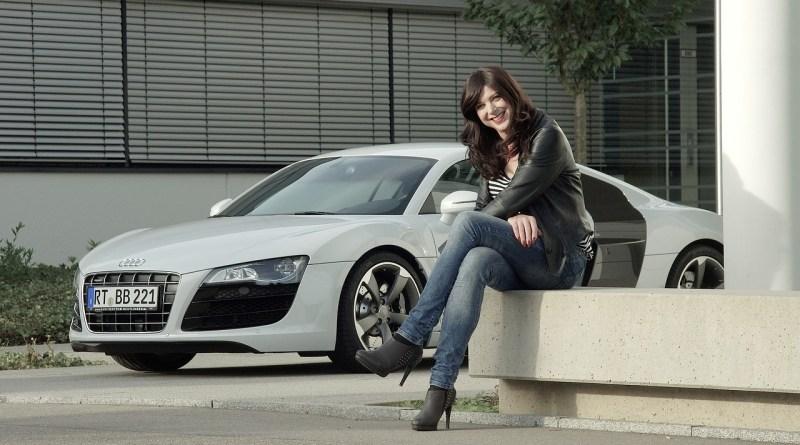 Las mujeres compran coches baratos, limpios y bonitos