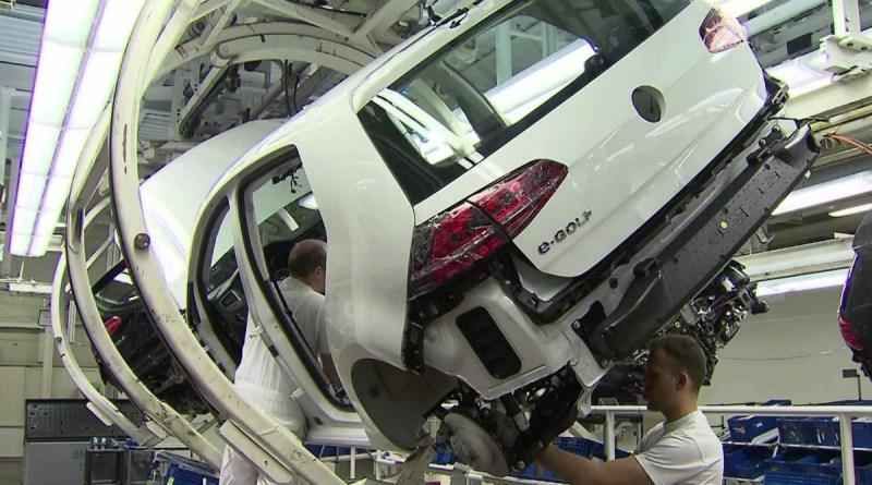 Volkswagen detiene la producción del Golf