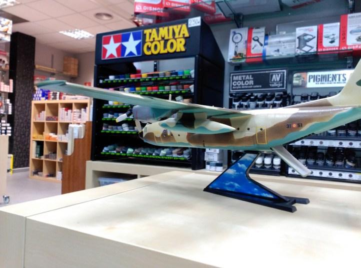 Hércules C-130, español de camuflaje, escala 1/72 de airfix, con calcas de tren militaría. Hecho por David Perez.