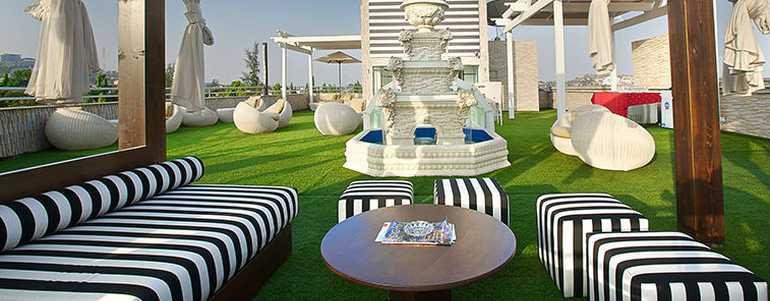 Sky-Bar-Rooftop-Lounge-Summerset