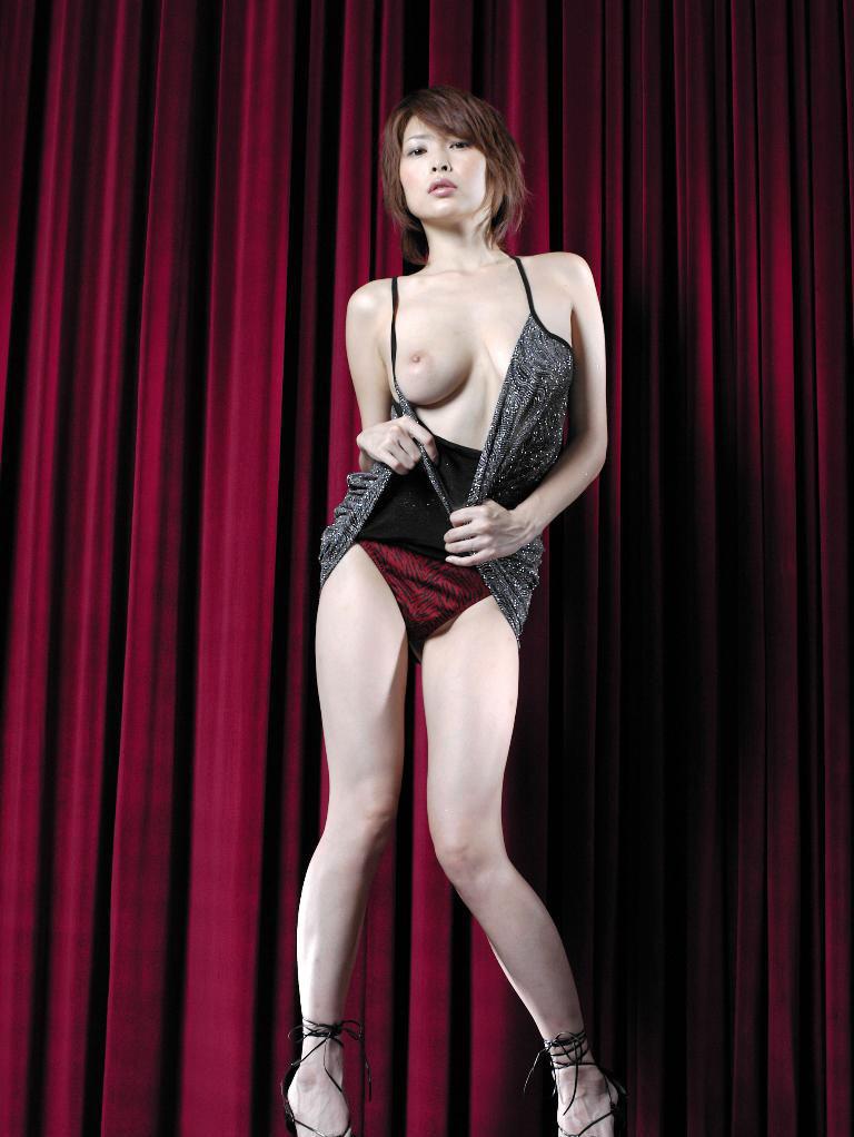 Former-AV-idol-Nana-Natsume-nude-013-by-ohfree.net_ Japanese film actress, former AV idol Nana Natsume nude sexy leaked